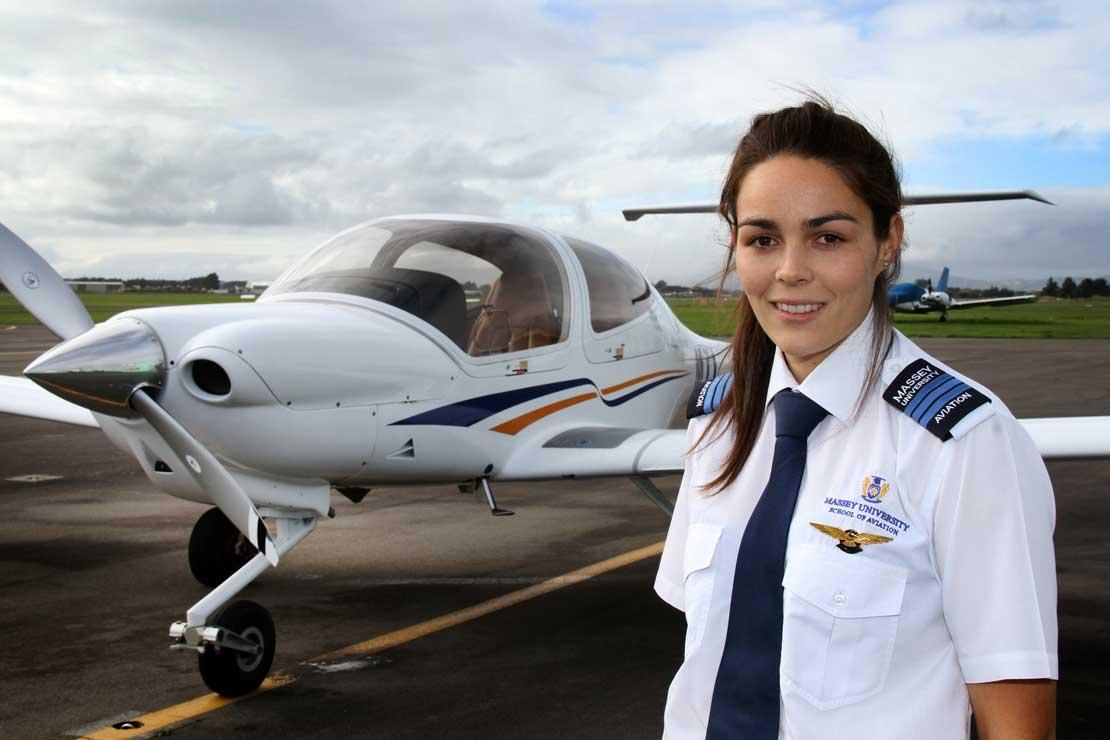 Persyaratan Untuk Sekolah Penerbangan Bagi Wanita